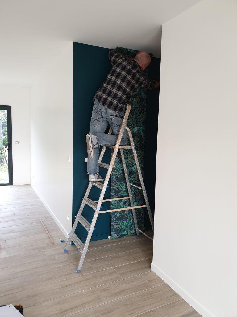 Projet SAINTES_Pose du papier peint dans le couloir