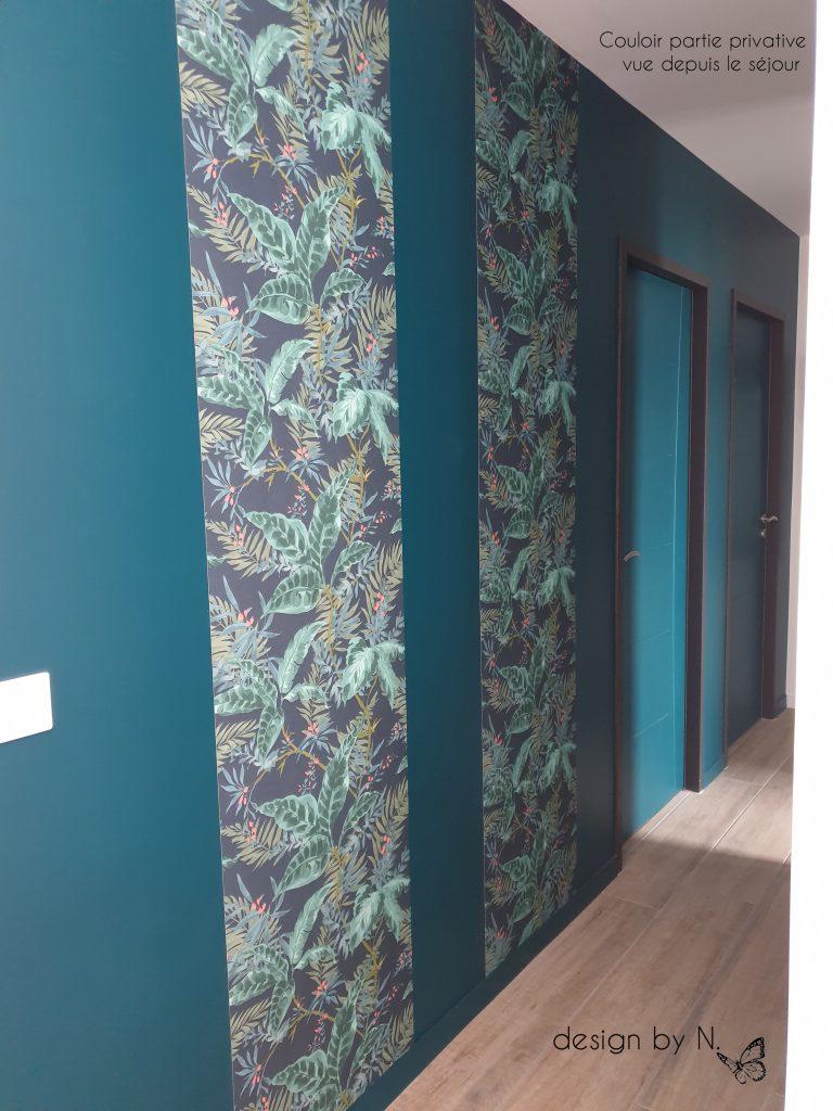 décoration aménagement couloir vert et papier peint feuilles