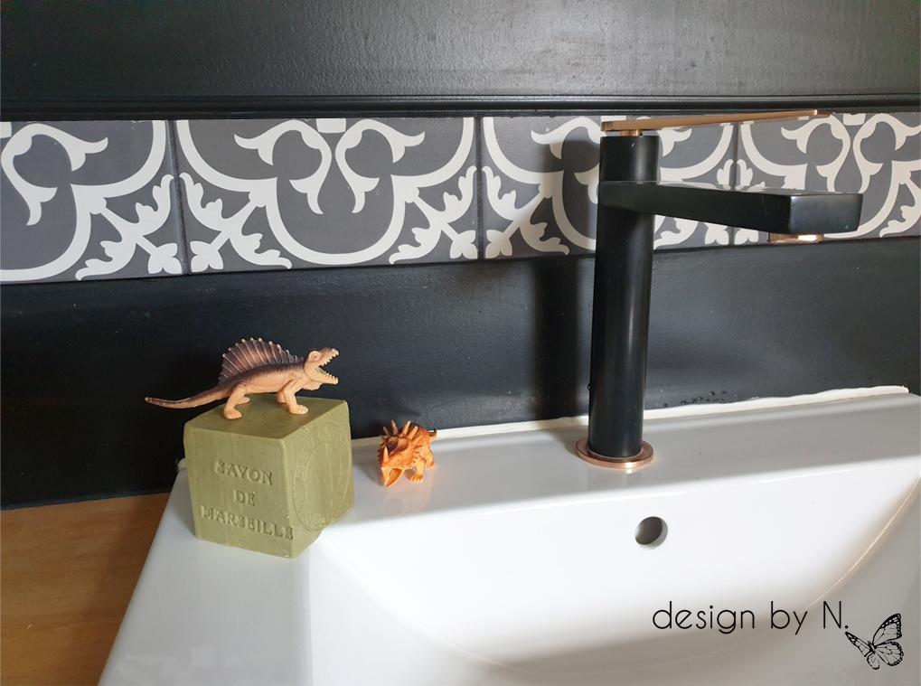 décoration salle de bain noire